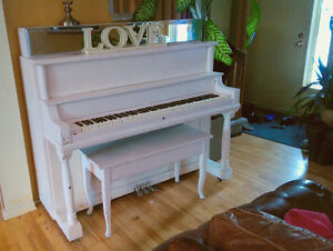 White Upright Piano and Bench - Piano Droit
