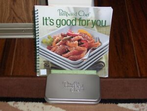 THE PAMPERED CHEF COOK BOOK & COOKIE CUTTER SET