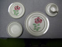 8 PIECE SET OF DISHES