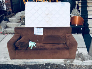 Curb alert — free stuff in working/good condition