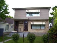 5 Minutes to Downtown - Spacious Upper Duplex - Glenelm