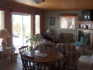 BEACHFRONT COTTAGE AT POINT PELEE IN LEAMINGTON