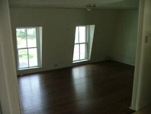 2 Bedroom Apartment Downtown - University Avenue