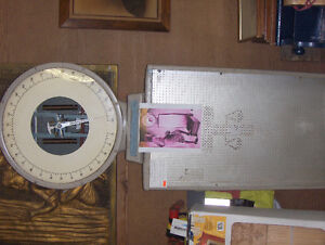 "Collectors ""Person Weigher"" Toledo scale *REDUCED $200.00* Gatineau Ottawa / Gatineau Area image 1"
