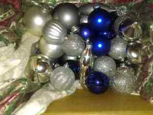 Lot de boules de Noel