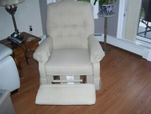 LAZY BOY ROCKER RECLINER CHAIR