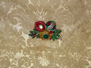 Vintage Signed WEISS Christmas Ornament Pin