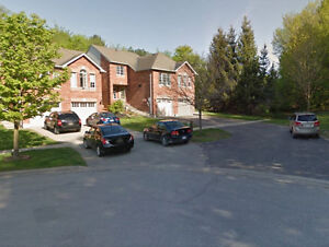 Great Location South Barrie Executive Townhouse