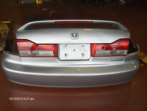 trunk with spoiler and bumper fits from 1998 to 2002 accord