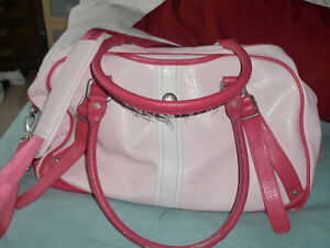 LuLulemon Sports carry bag (excellent condition), comes with a