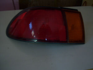 lumiere gauche tail light sentra