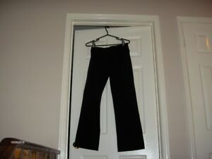 WOMAN'S LULULEMON YOGA PANTS
