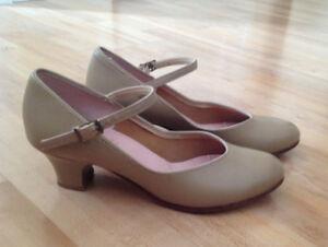 Capezio size 6 M character dance shoes