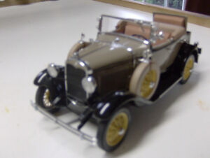 1/24 Scale Classic Ford Collector Cars