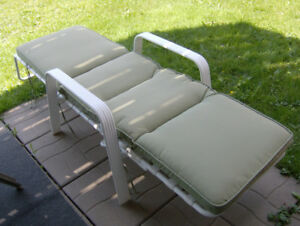 Lounger with green cushion