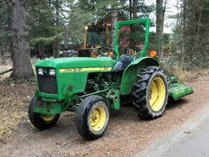 John Deere 850 tractor with loader