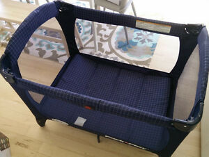 Graco pack'n play pen, travel bed, like new