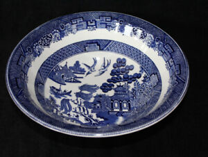 JOHNSON BROS. LARGE VEGETABLE BOWL - BLUE WILLOW