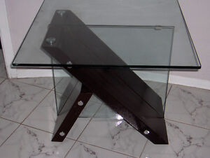 MATCHING MAHOGANY / GLASS TABLES West Island Greater Montréal image 6