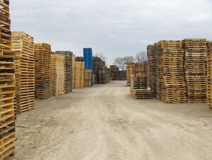 RECYCLED WOOD PALLETS 64 X 48 4 WAY WOOD PALLETS SKIDS Windsor Region Ontario image 4