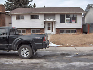 Rundle 3 bed main floor.  Great location Great Deal!