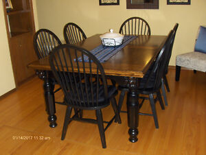 Beautiful Ashley Dining Room Table and 6 Chairs