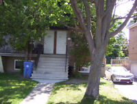 LARGE SUNNY UPPER 51/2 DUPLEX CLOSE TO THE PARKS