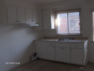 Lasalle - 4 1/2  well maintained newly renovated  - $750