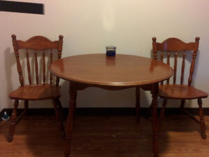 Kitchen table w. 2 chairs