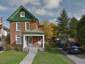 STUDENT HOUSE FOR RENT - 5 BEDROOM - DOWNTOWN LOCATION