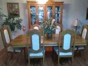 Solid oak dinning room set like new Cambridge Kitchener Area image 1