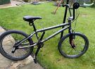 Girls 20 inch wheel Avigo bicycle in excellent condition