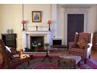 Edinburgh Central located 2 bedroom Apartment near Princes Street for holiday Fringe let- Sleep 3