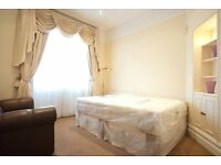 Bright double room with balcony in 5 bedrooms, 2-bathroom property.