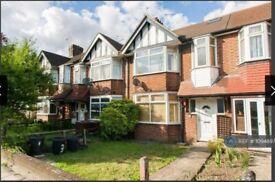 2 bedroom flat in Western Avenue, London, W3 (2 bed) (#1094897)