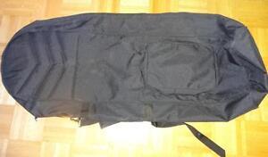2 padded GOLF CLUB TRAVEL STORAGE BAGS; ZIP UP ; Shoulder strap; BLACK ; NEW/LIKE NEW Oakville 905 510-8720