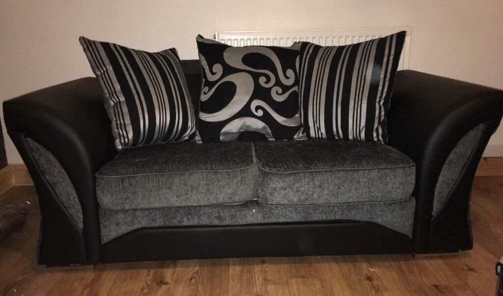 3+2 sofa only 2 weeks old practically new