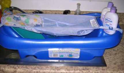Baby bath tub with infant sling Boronia Heights Logan Area Preview