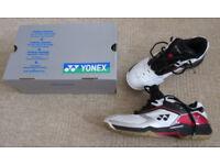 Mens Yonex badminton / squash shoes size 7.5 vgc