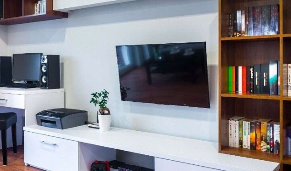 Picture of: Tv Wall Mounting 30 Handyman Shelf Mirrors Cabinets Fitter Fix Doors In Sheldon West Midlands Gumtree