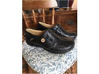 Clarks un loop size 7 women's shoes