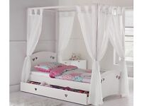 White wooden 4 poster single kids bed