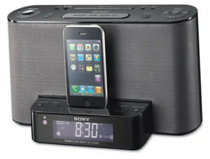 AM-FM ALARM CLOCK RADIO w iPhone/iPod Dock