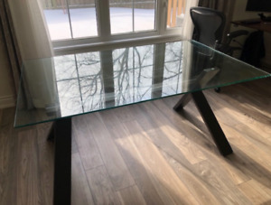 GLASS Dinner Table from Casalife (Awesome price)