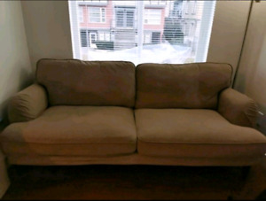 Very good condition couch. Pich up only.