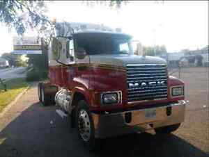 2007 Mack CHN 613 Financing available