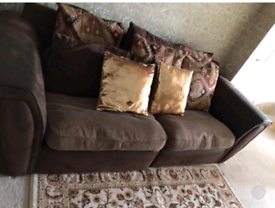 2 seater and one seater sofa in good condition
