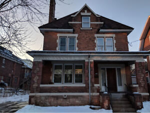 HUGE APARTMENT NEAR GAGE PARK, INTERNET INCLUDED, LAUNDRY