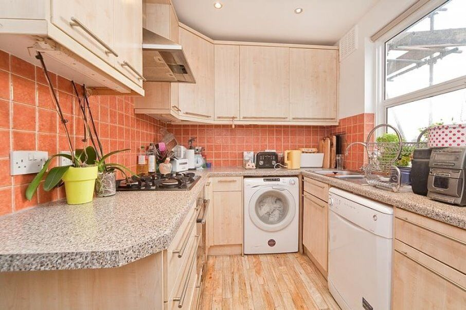 SPACIOUS 4 DOUBLE BEDROOM APARTMENT WITH ROOF TERRACE A SHORT WALK TO KINGS CROSS STATION