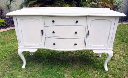 White Shabby 2 Door 3 Drawer Wooden Sideboard/Buffet